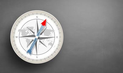 Kompass mit grauem Hintergrund