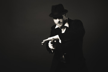 Midnight gangster in vintage look.