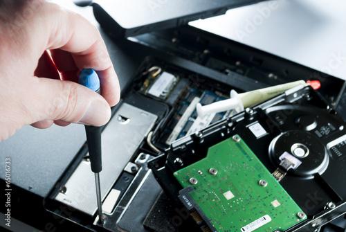 man fixing computer - 65016733