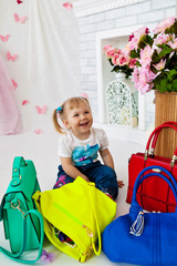 девочка и сумки