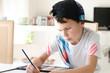 Leinwanddruck Bild - Cooler Junge malt
