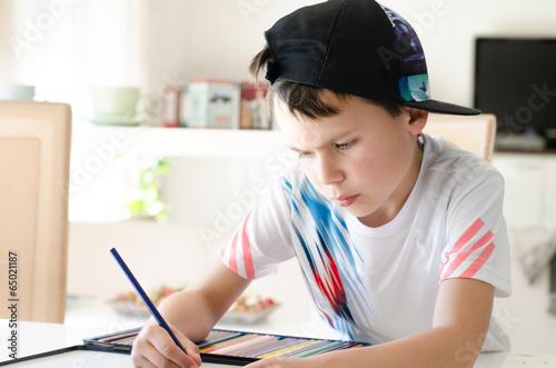 Leinwanddruck Bild Cooler Junge malt