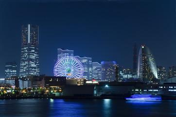 Yokohama Hafen bei Nacht (Japan)