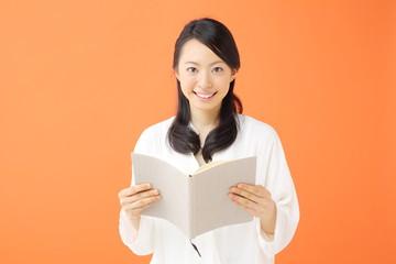 読書・若い女性