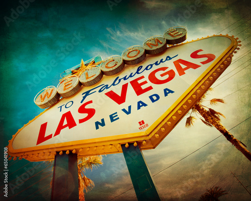 Fototapeta Famous Welcome to Las Vegas sign with vintage texture