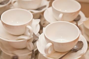 чашки блюдца и ложка