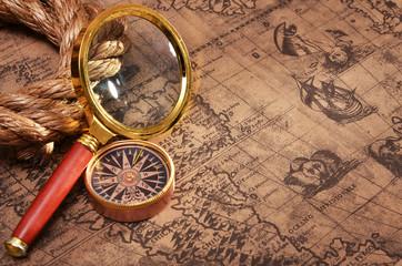 fototapeta mapa i szkło powiększające
