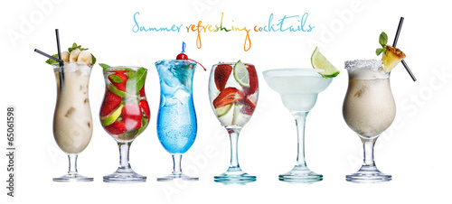Alcoholis summer cocktails - 65061598