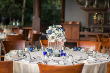 outdoor table setting for dinner