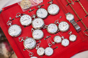 Old objects in secondhand trade market