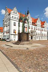Rathaus Lutherstadt Wittenberg mit Philipp Melanchthon Denkmal