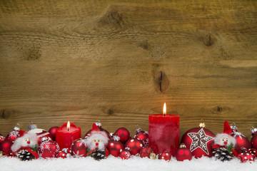 Weihnachtlicher Hintergrund mit Holz in Rot und Weiß