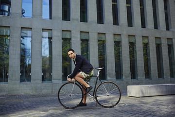 Man ready to ride his awesome black and metal fixed gear bike