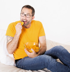 man eating potato chips