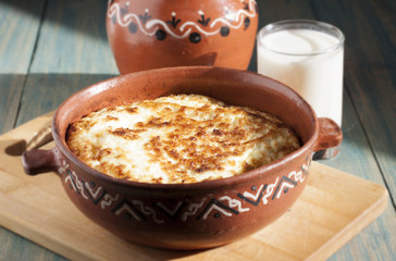 Omelet baked in ceramic pot.
