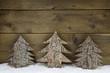 Dekorieren mit Holz an Weihnachten: Hintergrund mit Tannenbaum