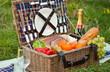 Leinwanddruck Bild - Picnic Basket and Champagne