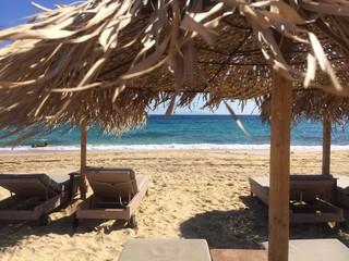 Sdraio e ombrelloni sulla spiaggia