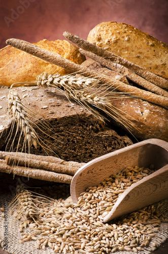 Staande foto Brood assortimento di pane integrale