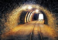 Gold-Mine unterirdischen Tunnel Eisenbahn
