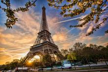 "Постер, картина, фотообои ""Eiffel Tower against sunrise  in Paris, France"""