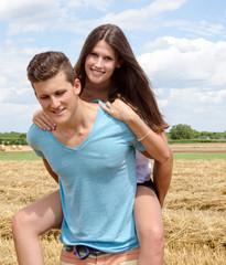 Verbundenheit: Junges, verliebtes Paar :)
