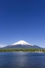 快晴青空、春の富士山と山中湖