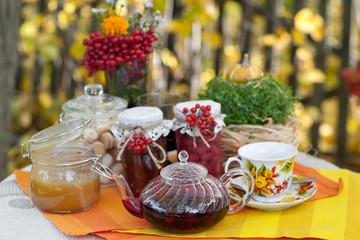 Чаепитие на улице с дарами осени