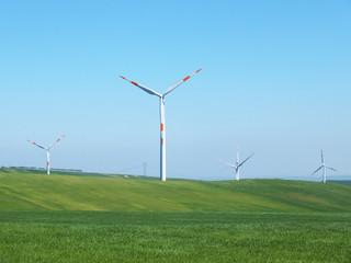 Turbina eolica in campagna