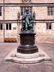 Statue of Darwin, Shrewsbury © Arena Photo UK
