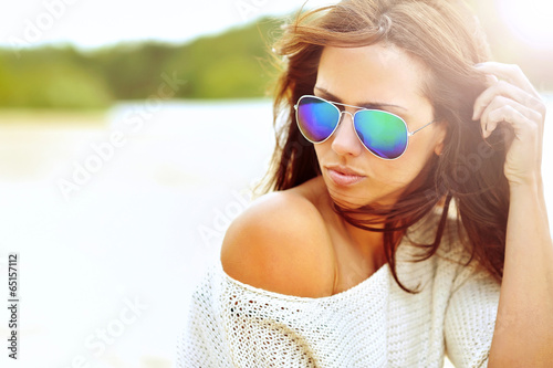 Leinwanddruck Bild Closeup fashion beautiful woman portrait wearing sunglasses