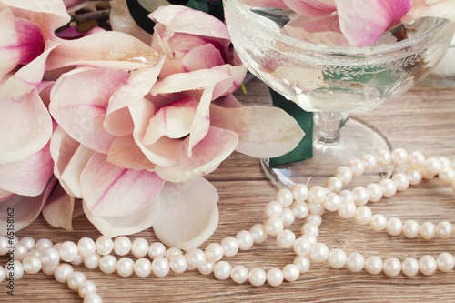 Poster Magnolia magnolia flowers with pearls
