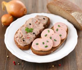 Belegte Roggenbrote mit Fleischwurst und  Leberwurst