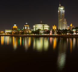 Kosmodamianskaya Embankment panorama at night late spring