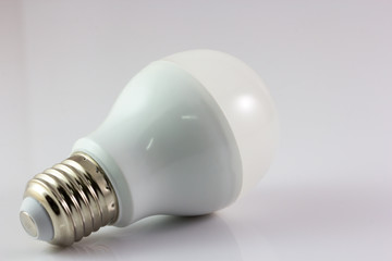 Energy-saving LED bulb