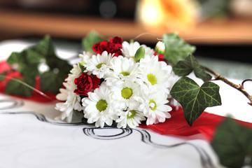 Bukiet weselnych kwiatów.