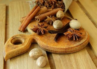 Vanilla, star anise and nutmeg.