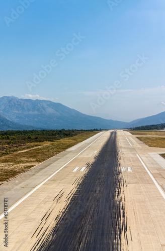Leinwanddruck Bild Aircraft tire tracks at airport runway