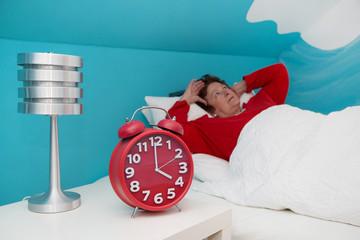 Schlafstörungen - Insomnie - ältere Frau in den Wechseljahren