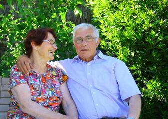 couple,75 ans, heureux d'être ensemble
