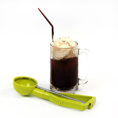 Root beer float with scoop