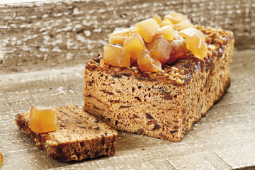 Ingwer -Kuchen mit kandiertem Ingwer