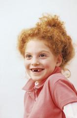 Mädchen (8-9 lächelnd,Porträt