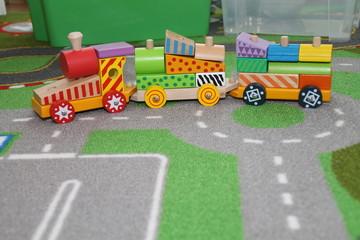 Eine Spielzeugbahn