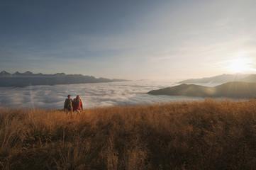 Österreich, Reiteralm , Paar Walking in den Bergen
