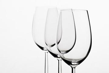 Drei Leere Weingläser in einer Reihe