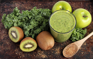 Green smoothie - kale, kiwi, green apples, ground flax seeds