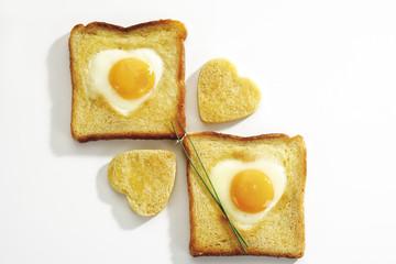 Spiegelei ( Herzform ) in Toastbrot , erhöhte Ansicht