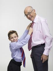 Großvater und Enkel (8-9),das seine Beziehungen,Portrait