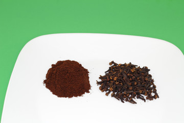 Ground and Whole Cloves